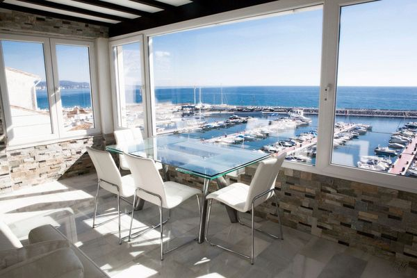 Stunning 3 bedroom penthouse located in the center of Puerto