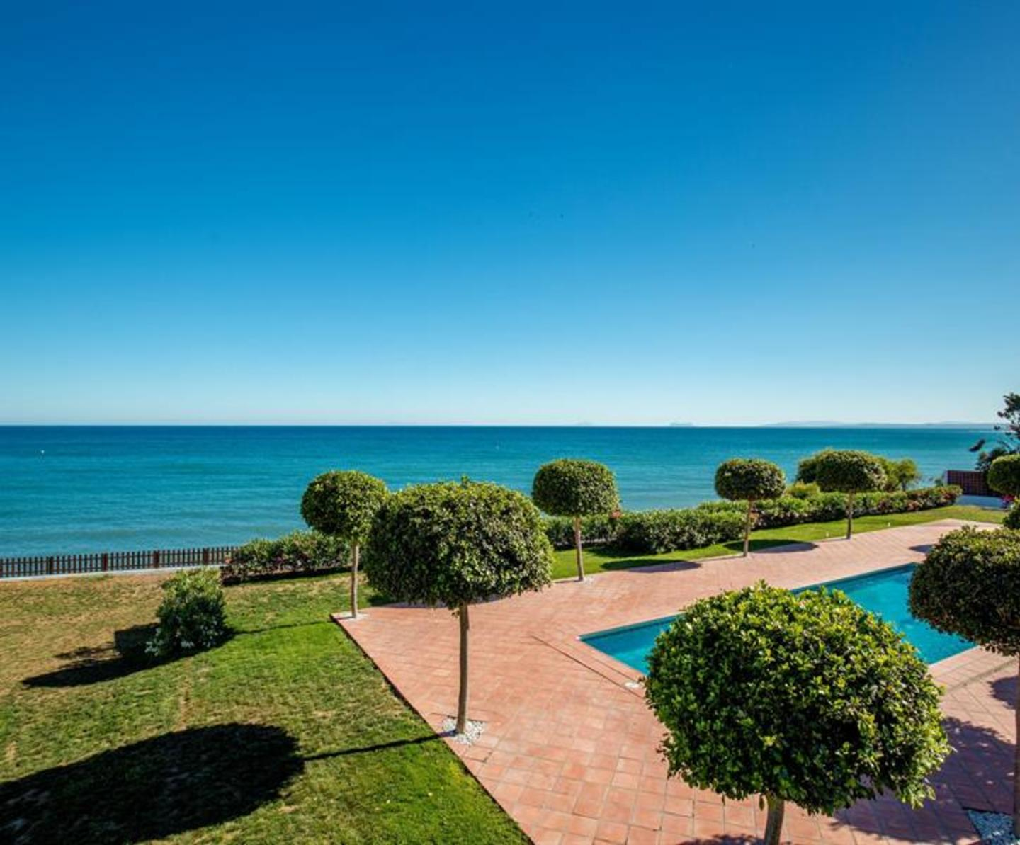 Beautiful 5 bedroom villa for rent in Estepona.