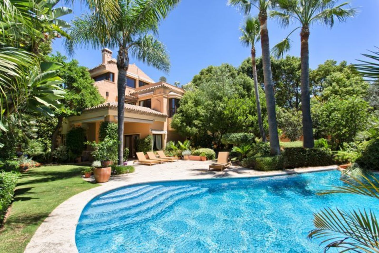 Villa for sale in Altos de Puente Roman