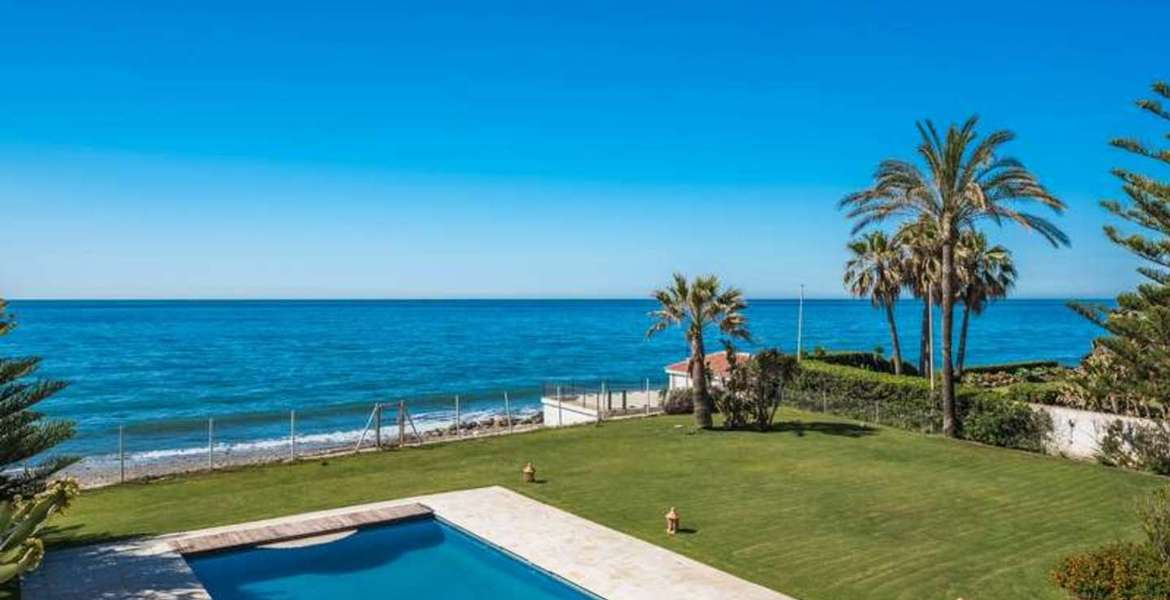 Villa on the first line of the beach Marbella Guadalmina