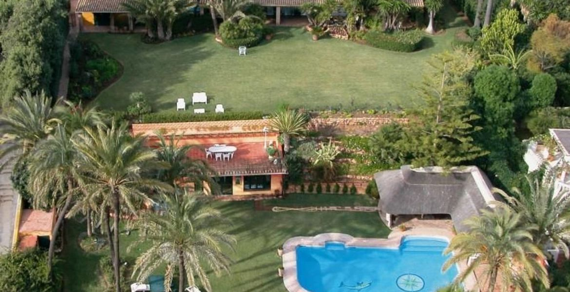 Villa for rent in Puente Romano
